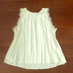 Adorable blouse scallop detail